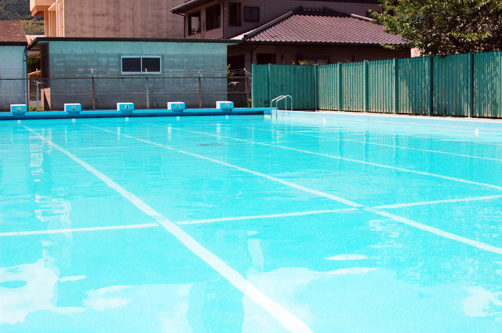 プールの監視
